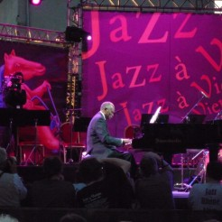 JAZZ A VIENNE 2009 HANK JONES
