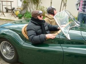 Des clients en voiture ancienne
